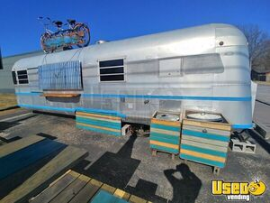 Vintage 1977 - 8.5' x 26' Airstream/Silver Streak Supreme Concession Trailer for Sale in Arkansas!