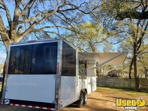 2020 - 8.5' x 26' Mobile Kitchen Food Concession Trailer w/ Screened Porch for Sale in Texas!!