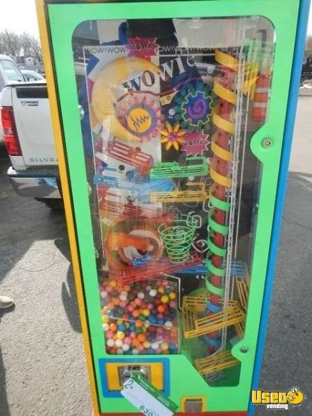 Large / Kinetic Gumball Machine 2 Quebec for Sale - 2
