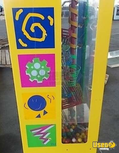 Large / Kinetic Gumball Machine 3 Quebec for Sale - 3