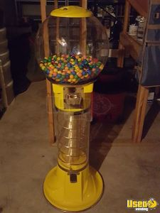 Giant Spiral Gumball Vending Machine for Sale in Kansas- Silent Sales Force!!!