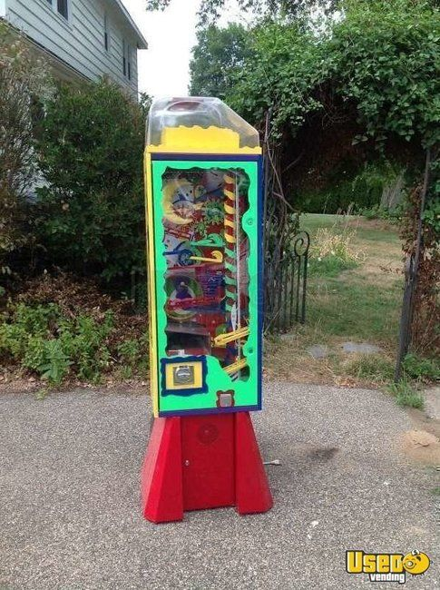 (1) - 2005 Wowie Zowie Wacky Fun Factory Interactive Gumball Vending Machine!!!