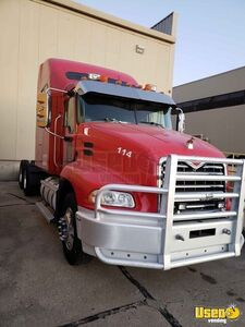 2006 Mack 613 Sleeper Cab Semi Truck/Conventional Sleeper Truck for Sale in Michigan!