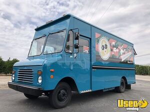 Top of the Line 25' Grumman Olsen Step Van Fashion Truck w/ Custom Retrofit for Sale in California!
