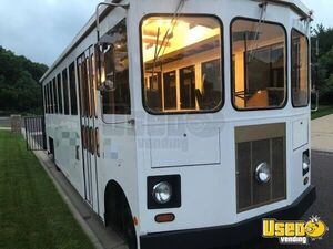 1985 GMC Beatae Travelite Trolley 30' Mobile Boutique for Sale in Illinois!
