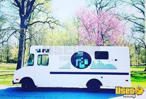 Chevy P30 Mobile Boutique Fashion Truck for Sale in Missouri!!!