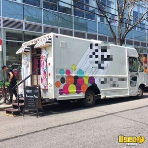 2002 14' Diesel Workhorse Mobile Boutique Used Fashion Truck for Sale in New York- Solar Power !