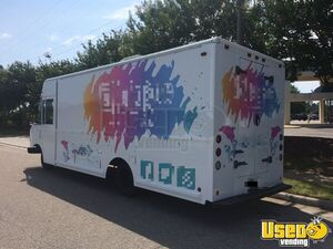 2001 - 26' Workhorse Turnkey Fashion Truck / Used Mobile Boutique Truck for Sale in Virginia!!!