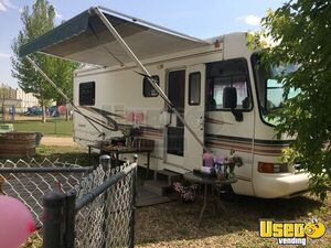 Chevrolet Georgetown 26.5' Mobile Beauty Hair Salon Truck for Sale in Alberta!