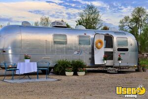 Vintage Remodeled 1973 - 31' Airstream Land Yacht Bridal Suite/Salon with Bathroom for Sale in Michigan!