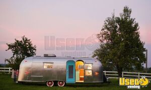 Fully Restored 26' Airstream Overlander Trailer Mobile Hair Salon w/ Restroom for Sale in Tennessee!