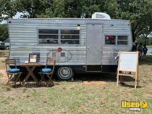 21' 1971 Vintage Camper Conversion Mobile Hair Salon w/ 2018 Nissan King Cab for Sale in Texas!