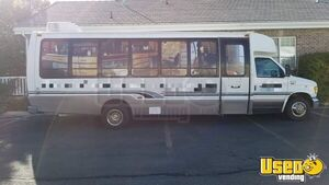 Amazing Ford Econoline Diesel Super Duty E450 Used Mobile Hair Salon with Restroom for Sale in Utah!