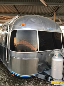 Very Elegant 1985 27' Airstream Sovereign Party Airstream Trailer with Bathroom for Sale in Texas!