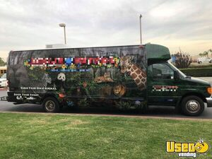 Very Profitable 2006 Ford E450 31' Mobile Stuff-Your-Own Animal Business for Sale in Texas!