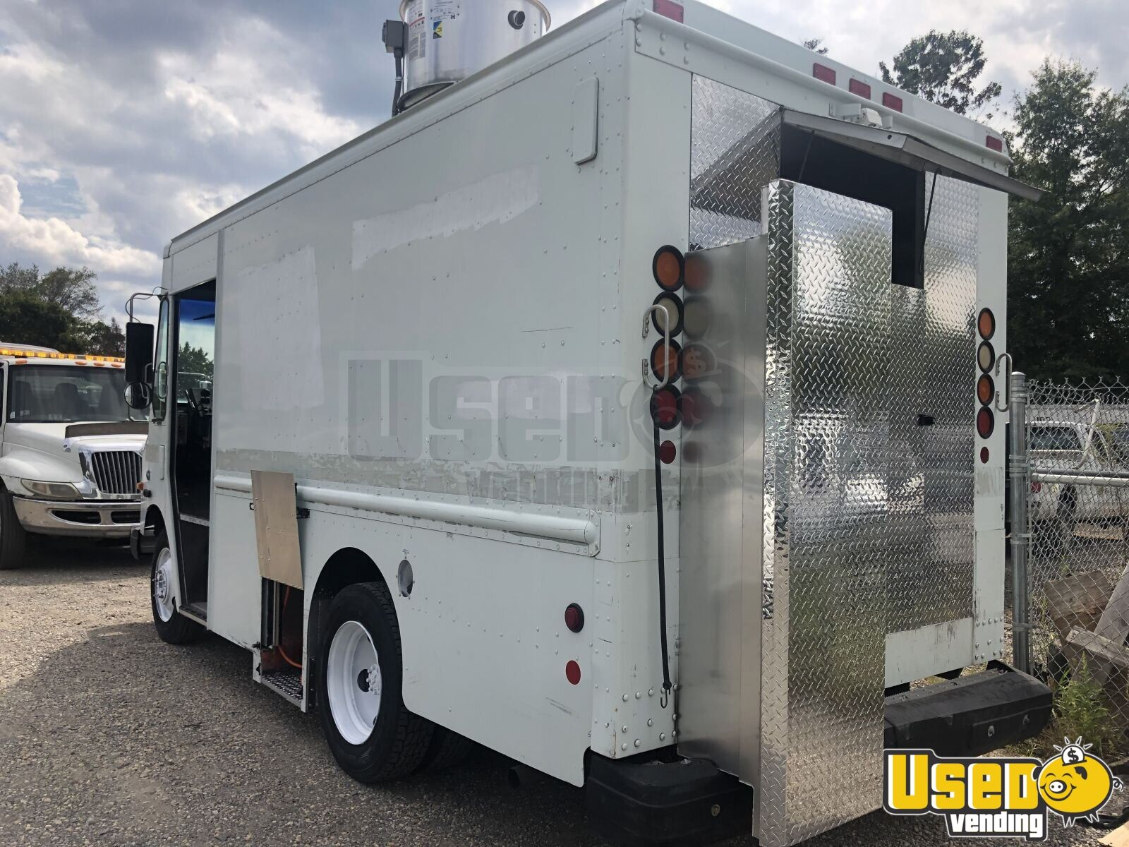 P42 Step Van Kitchen Food Truck All-purpose Food Truck Concession Window Virginia for Sale - 3