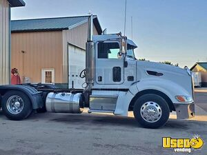 2007 Peterbilt 386 Day Cab Semi Truck Powered by a Caterpillar Motor for Sale in South Dakota!