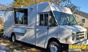 2009 18' Diesel Workhorse W62 Step Van Wood-Fired Brick Oven Pizza Truck for Sale in South Carolina!