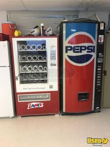 Used Lance Glassfront Electrical Snack Vending Machine for Sale in Georgia!