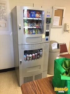 2018 Seaga SM 23 Electronic Combo Snack & Soda Vending Machine w/ CC Reader for Sale in Missouri!