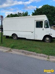 Ready to Transform Empty 2001 GMC Workhorse Step Van/Box Truck for Sale in Arkansas!
