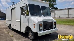 Chevrolet P-30 Mobile Business Truck / Empty Step Van for Conversion for Sale in Louisiana!