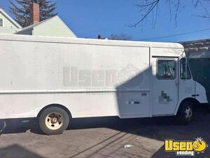 2002 Diesel Chevrolet P42 Empty Step Van for Conversion for Sale in Massachusetts!!