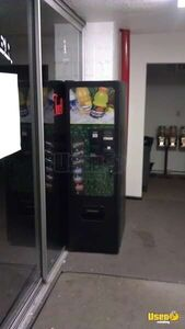 (1) - VendNet CB-300 SA Stand Alone Electronic Soda Vending Machine!!!