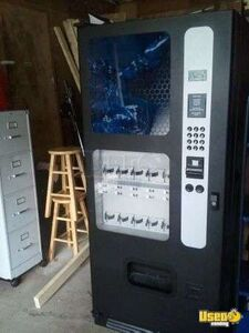 (1) - 2010 Selectivend CB500 Electronic Beverage Vending Machine!!!