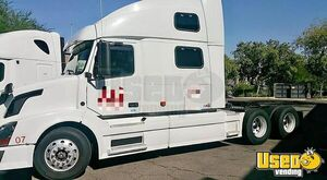 2007 Volvo 780 Sleeper Cab Semi Truck Powered by a Cummins ISX Engine for Sale in Arizona!!