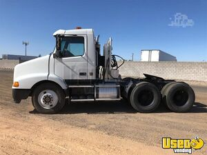 Well-Maintained 2000 Volvo VNM64T200 Day Cab Semi Truck for Sale in Arizona!!