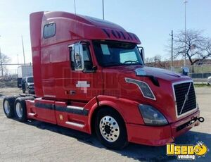 2006 Volvo VN Sleeper Cab Semi Truck 465hp D12 Eaton Fuller MT for Sale in Illinois!