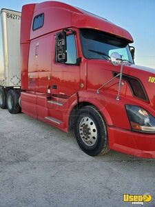 2007 Volvo Sleeper Cab Semi Truck / Conventional Sleeper Truck for Sale in Kentucky!