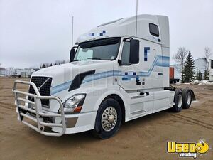Reliable 2012 Volvo VNL 670 Sleeper Cab Semi Truck 10-Speed for Sale in Minnesota!