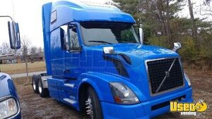 Very Dependable 2015 Volvo 670 Sleeper Cab Semi Truck for Sale in Tennessee!