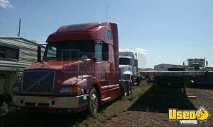 2000 Volvo Hi-Rise Sleeper Cab Semi Truck 10-Speed Eaton Fuller for Sale in Wyoming!