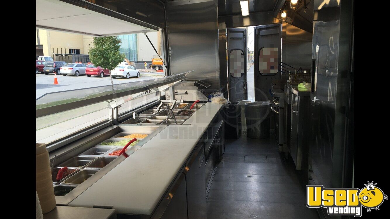 Grumman Olson Mobile Kitchen Food Truck for Sale in New York - 8