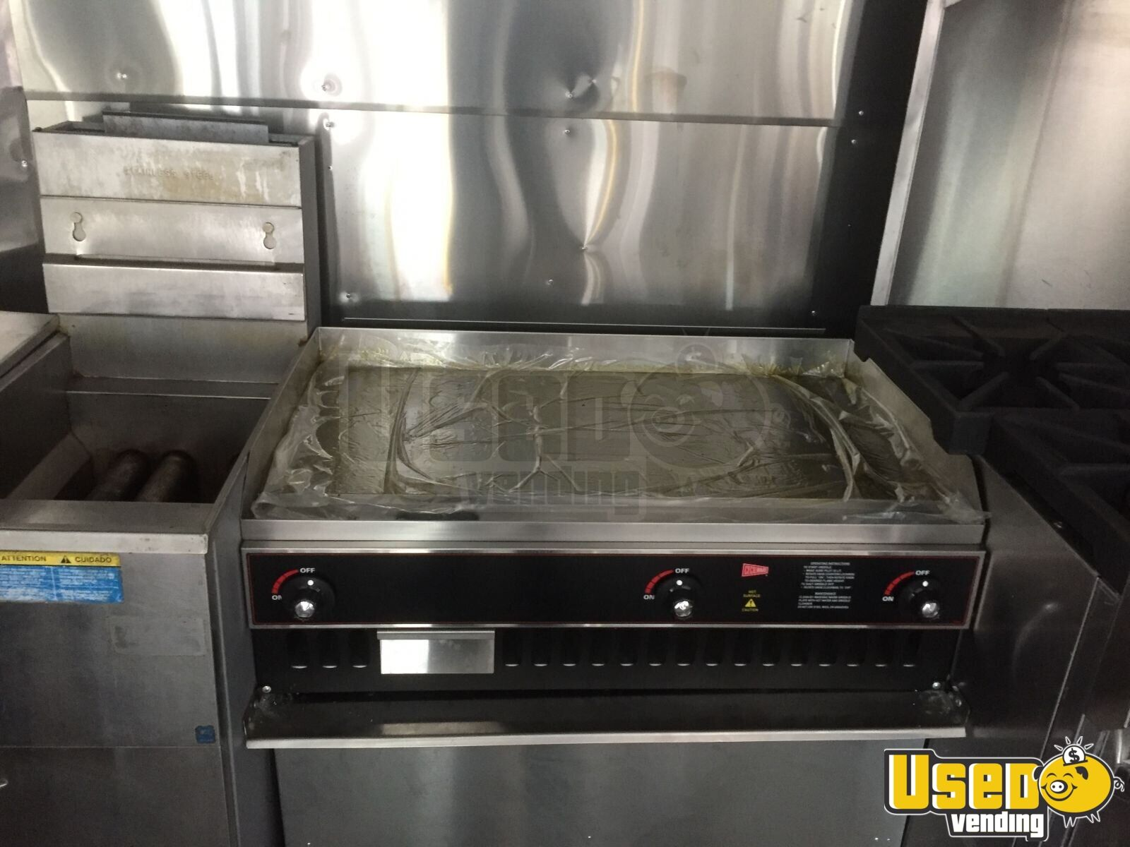 Ford Food Truck with NEW KITCHEN for Sale in Maryland - 7