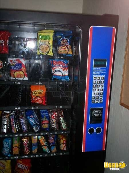 (1) - 1999 32 Select Lance Snack Vending Machine!!!