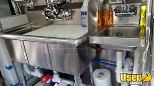 Chevy P-30 / Grumman Mobile Kitchen Food Truck for Sale in New York - Small 17