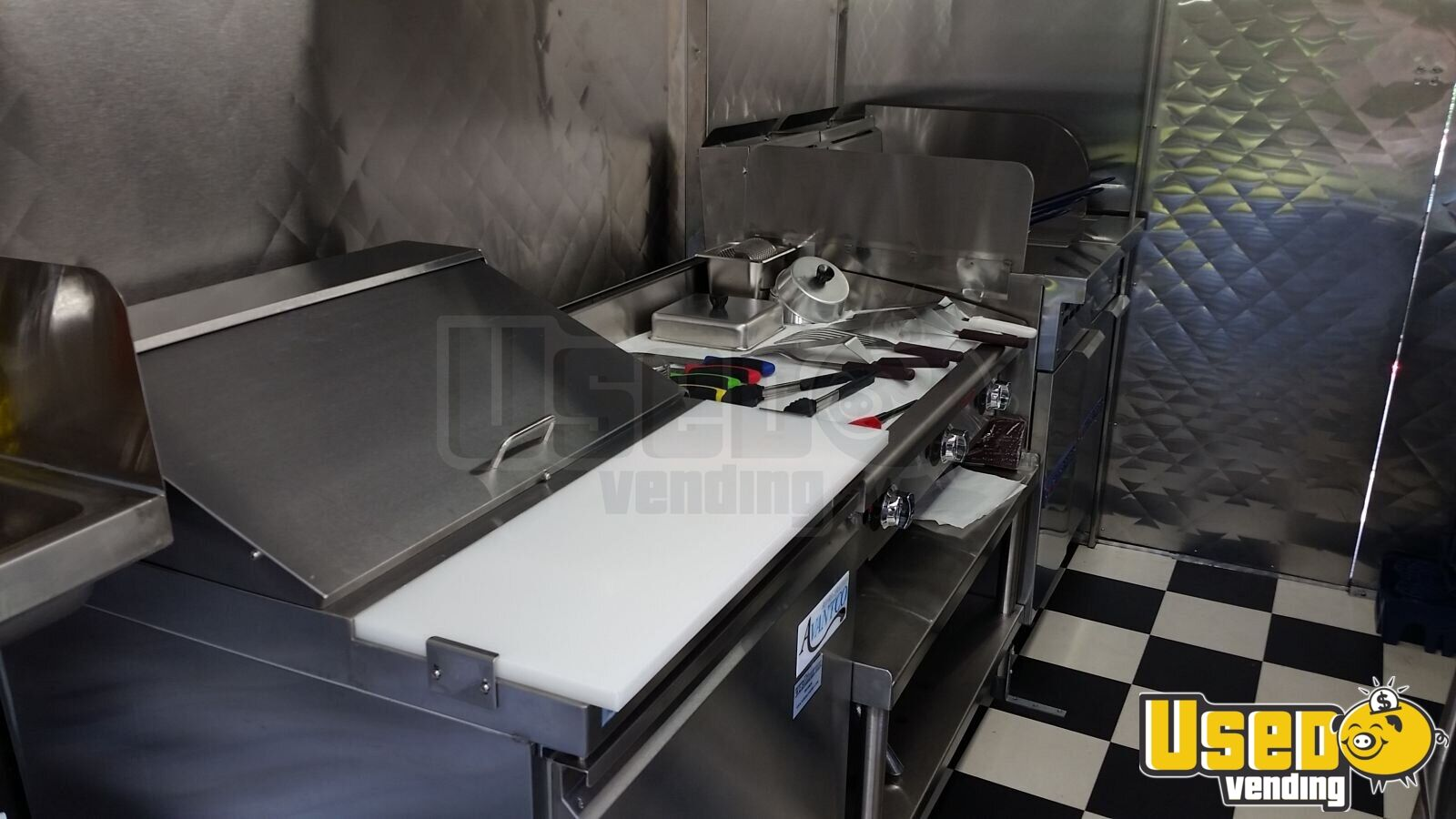 Chevy P-30 / Grumman Mobile Kitchen Food Truck for Sale in New York - 8