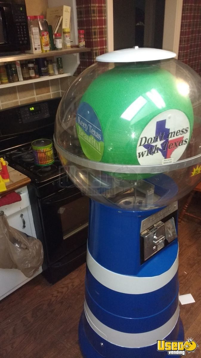 Giant 6 Ft Spiral Gumball Vending Machine for Sale in Texas - 2