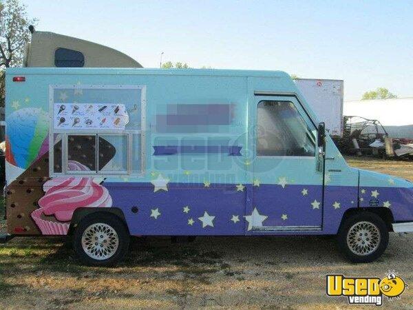 for sale used chrysler food truck in missouri ice cream truck mobile kitchen. Black Bedroom Furniture Sets. Home Design Ideas