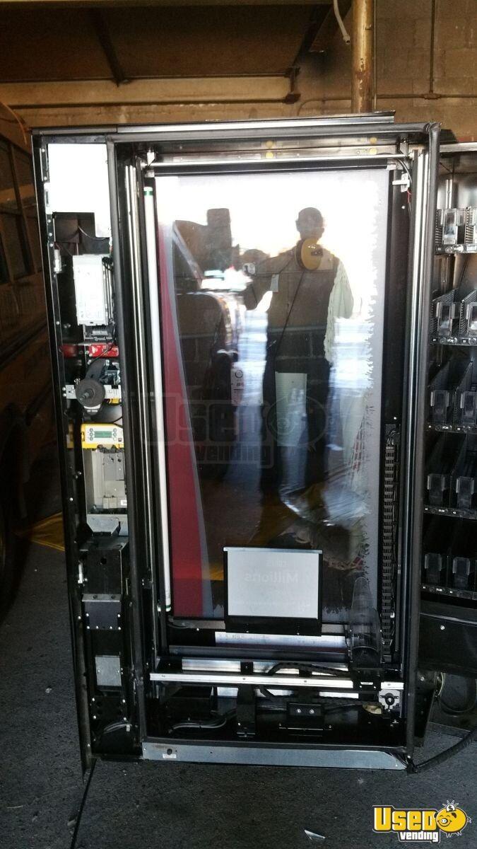 royal rvv500 glass front soda vending machine beverage merchandiser for sale new york. Black Bedroom Furniture Sets. Home Design Ideas