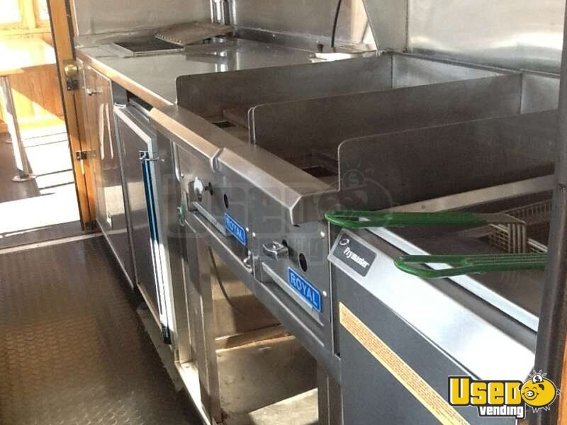 1989 - Ford Mobile Kitchen Trolley Food Truck - 6