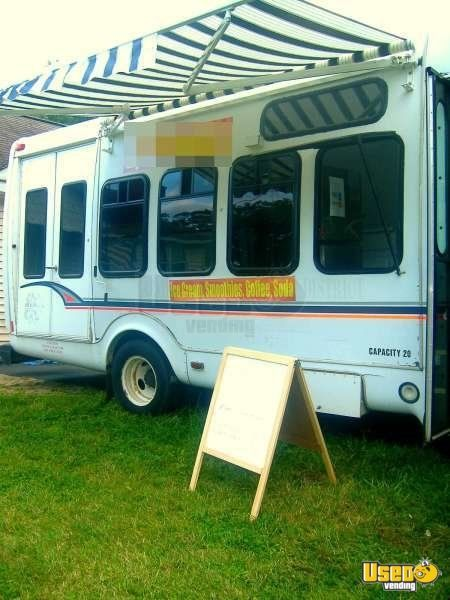 Used Ford E450 Food Truck in New York for Sale - 4