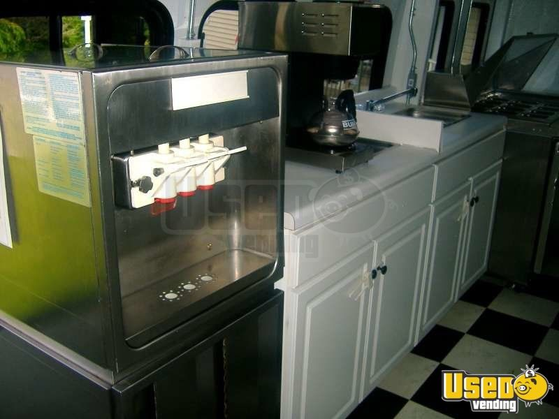 Used Ford E450 Food Truck in New York for Sale - 10