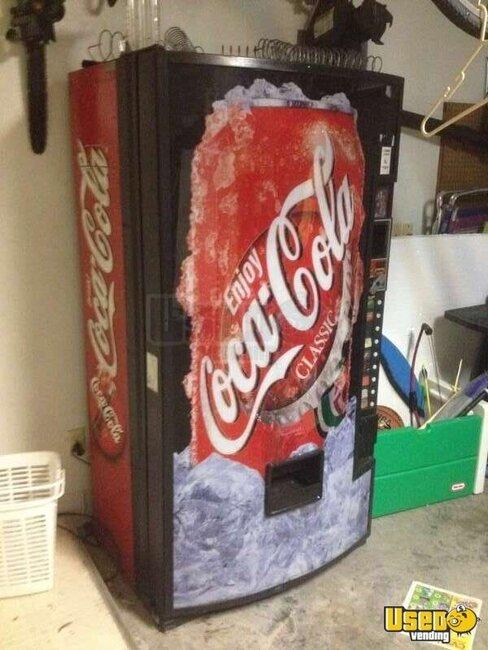 2000 dixie narco  electronic soda vending machine  used