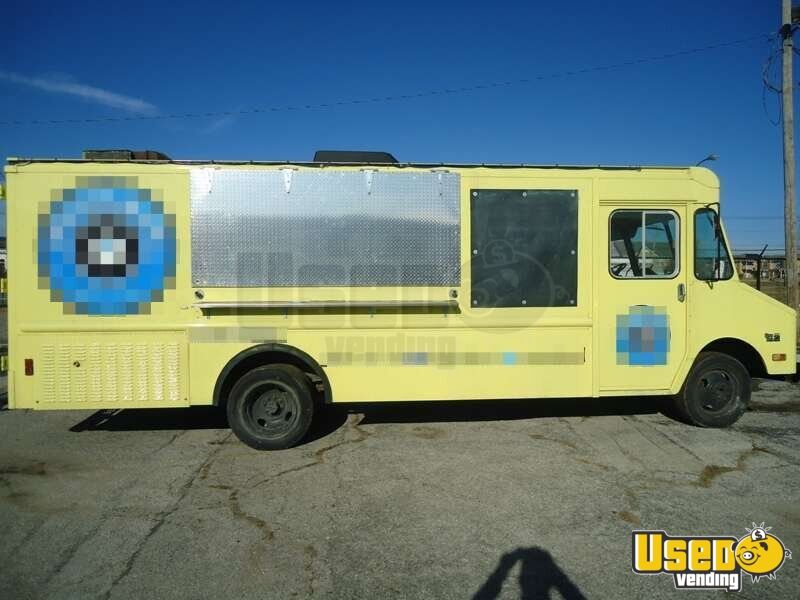 Chevrolet P30 Food Truck Mobile Kitchen for Sale in Missouri - 2