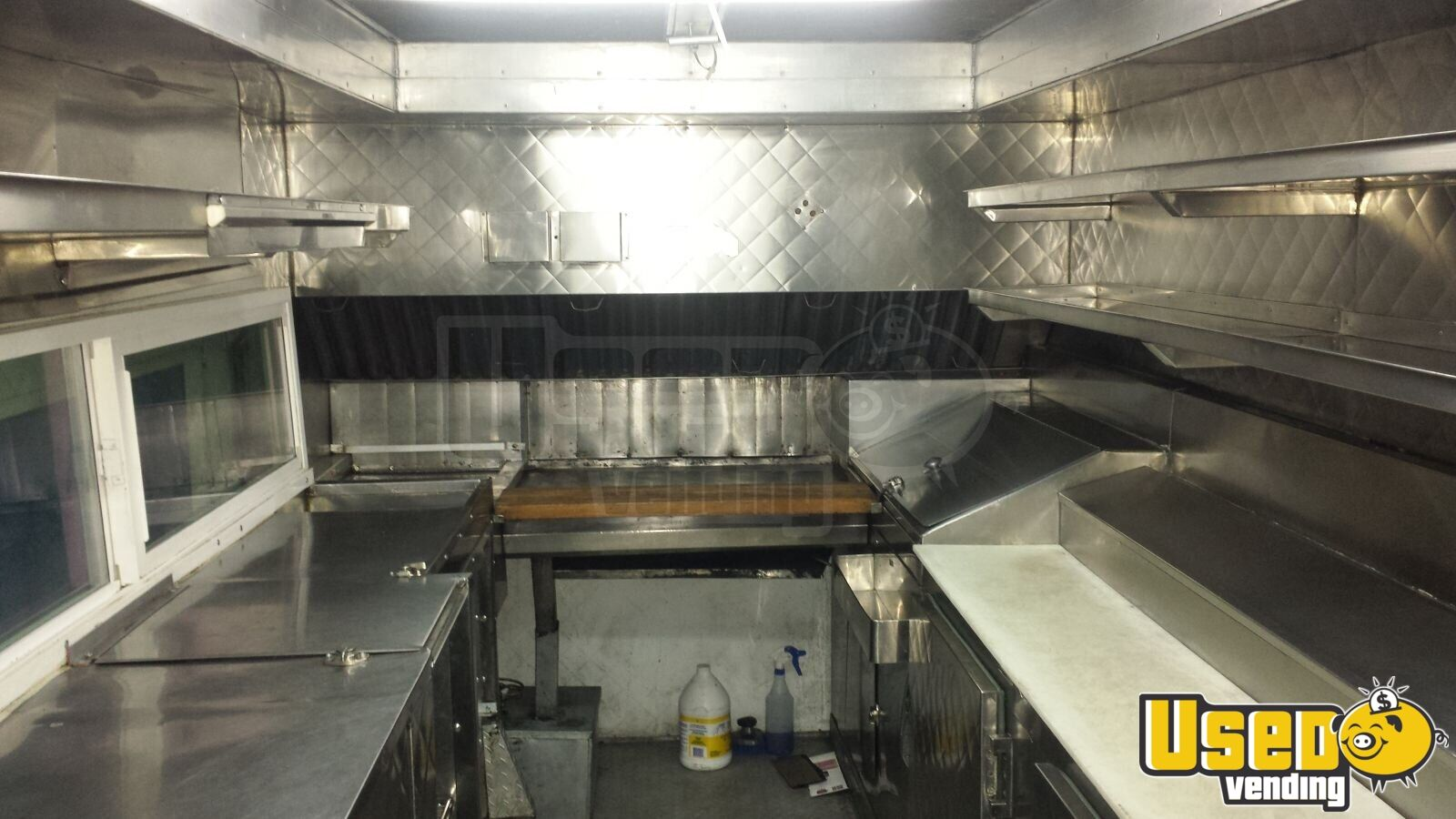 Chevrolet p30 lunch serving truck mobile kitchen for for Table sae j 300 th 1999